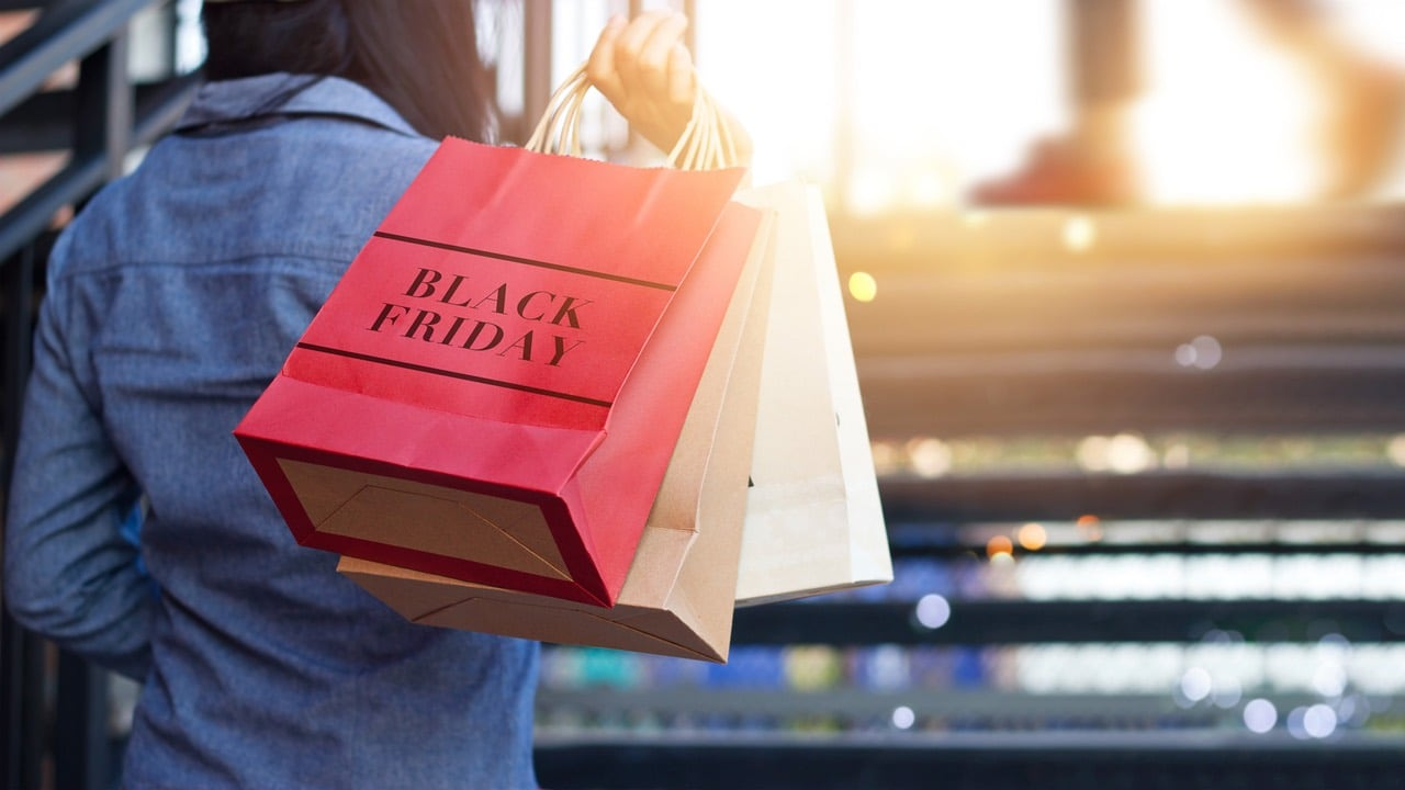 011336abb2927ff651388a8294e7c37ac4c686a2 shopping-bag-black-friday-woman-istock-ipopba.jpg 7f45dc73bdaa7