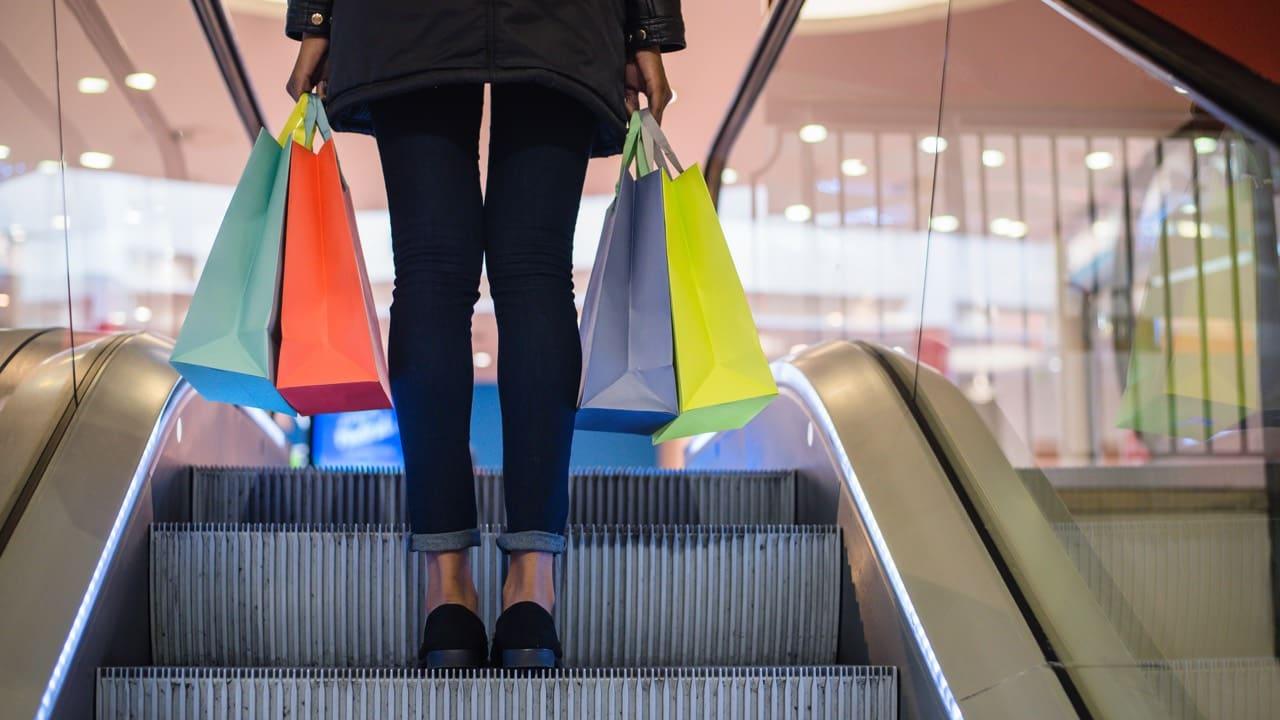 83fd13e2889d236e33d70b710dbde349534b4f50 woman-escalator-shoppingsbags-istock-david-prado.jpg 317bfa708a20d